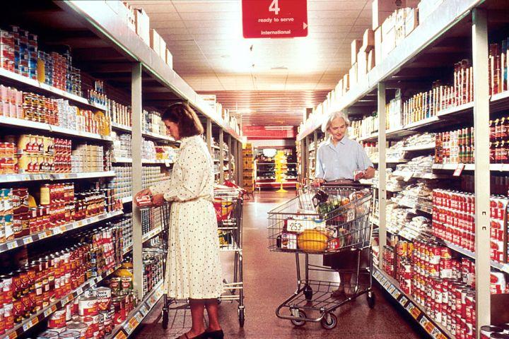 Women_grocery_shopping